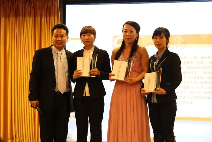 万博官方manbetx下载花餐饮伍总颁发最佳经理奖